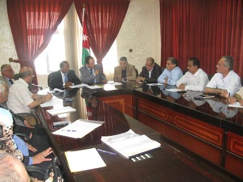 اجتماع حول مشروع تأهيل شارع المصفاة في محافظة الزرقاء