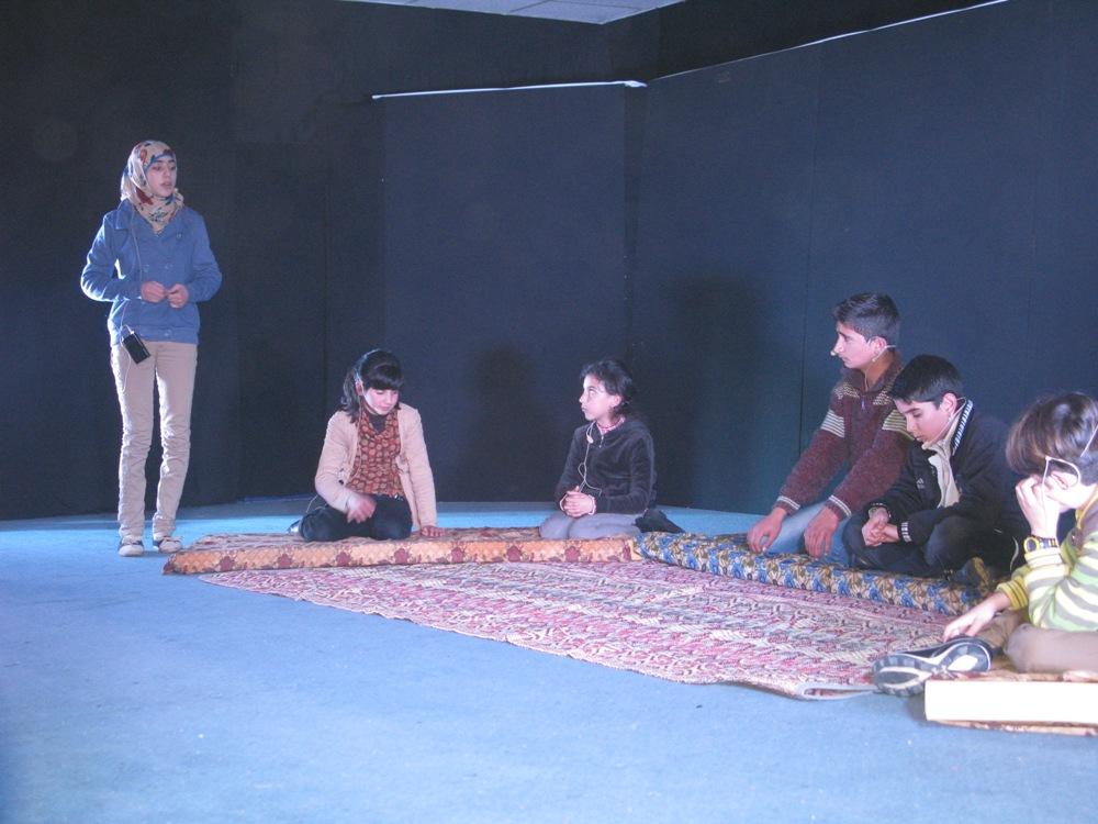 عروض مسرحية لمنظمة نيكود في غرفة تجارة الزرقاء